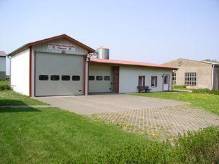Fahrzeughalle mit Schulungsraum