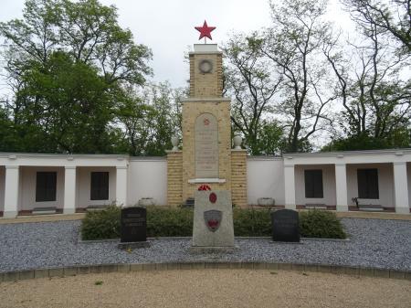Russische Kriegsgräberstätte Foto: Info Punkt Lebus