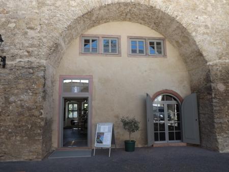 wir befinden uns im historischen Westflügel des Schlosses