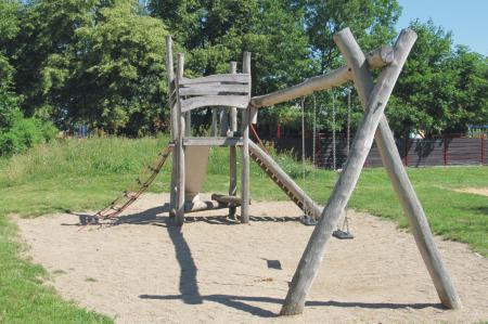 Schönerlinde Spielplatz Mühlenbecker Straße Rutschenturm Schaukel, Foto: Gemeinde Wandlitz
