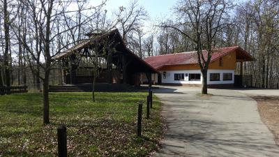 Vereinsheim mit Pavillon