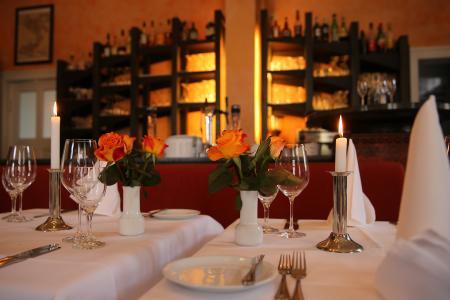 Logo von Restaurant Waage - Genießen Sie die Italiensche, mediterranen Köstlichkeiten an einem der schönsten Plätze von Potsdam.