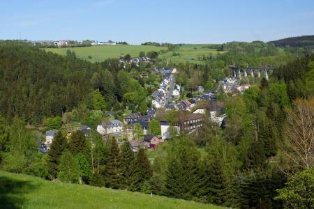 Blick auf Wallendorf mit Viadukt