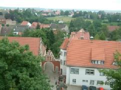 Blick vom Schloss auf das Männekentor
