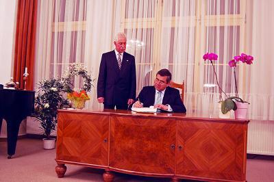 Foto zur Meldung: Chilenischer Botschafter beginnt eine neue Tradition
