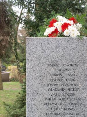 Foto zur Meldung: Gedenken an ums Leben gekommene Zwangsarbeiterinnen und Zwangsarbeiter