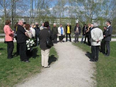 Foto zu Meldung: Weitere Delegation ehemaliger Häftlinge und Angehörige besuchte den Geschichtspark
