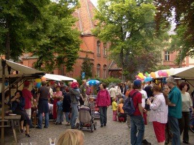 Foto zur Meldung: Straßenfrühstück in Potsdam-West