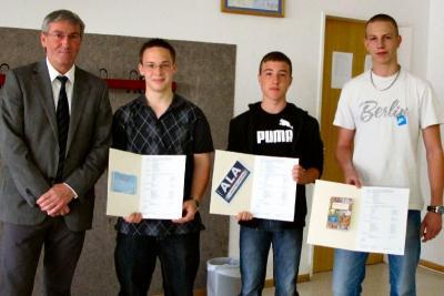Foto zur Meldung: Bürgermeister Müller evaluiert das Bewerbungstraining in der Kantschule Falkensee - Lernen fürs (Bewerber-)Leben