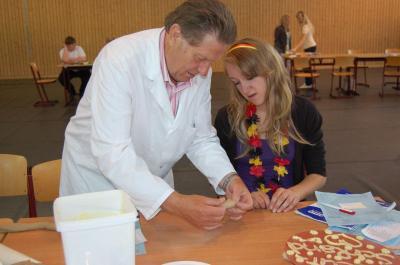 Foto zur Meldung: Beim Mini-Praktikum in den Traumjob schnuppern – Erster Berufsparcours in Falkensee