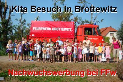 Foto zur Meldung: Kids bei der Feuerwehr zu Besuch
