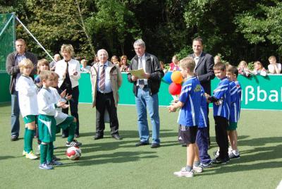 Foto zu Meldung: Sportliche Einweihung des Mini-Spielfeldes an der Europaschule am Gutspark