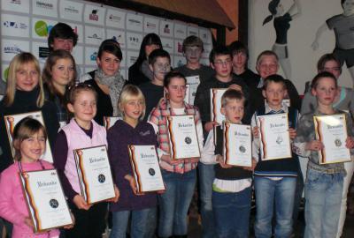 Foto zur Meldung: Kinder der Laager Laufgruppe mit IGL- Medaillen geehrt