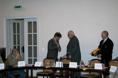 Der Vorsitzende der Stadtverordnetenversammlung übergab Amtskette an Bürgermeister Gehrmann