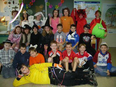 Foto zur Meldung: Närrisches Faschingstreiben in der Grundschule Egeln