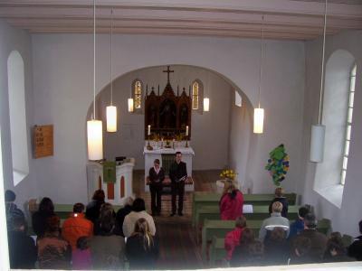 Foto zur Meldung: Unsere Studenten der Theologie beim Ostergottesdienst in Hohenahlsdorf