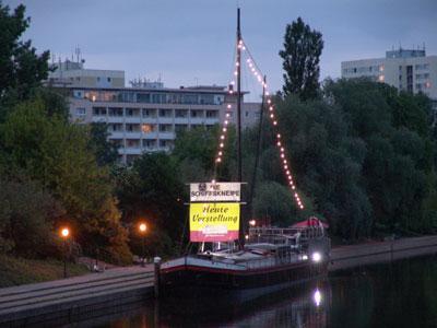Foto zur Meldung: Ahoi Theaterschiff! – Land unterstützt Stadt-Spiel-Truppe