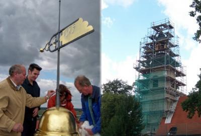 Foto zur Meldung: Goldene Turmkugel für Grödener Kirche