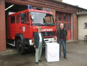 Foto zur Meldung: Schneller trocken - Falkenseer Feuerwehr freut sich über einen neuen Trockner