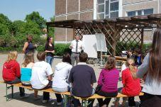 Foto zur Meldung: Bürgermeister Heiko Müller begrüßt die Teilnehmer der vom TSV organisierten Jugendbegegnung