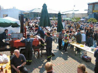 Foto zur Meldung: Kein langes Wochenende für die Feuerwehr Falkensee - Gulaschkanone im Dauereinsatz