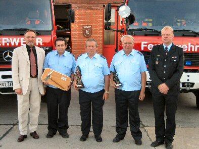 Foto zur Meldung: Mit 50 Jahren Feuerwehrzugehörigkeit ist Hans-Joachim Schröder einer der Dienstältesten