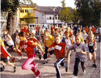 Foto zur Meldung: Run auf die Medaillen - 1. Waldlauf der Kästner-Grundschule