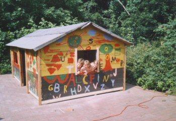 Foto zur Meldung: Haus gerettet - glückliche Kinder