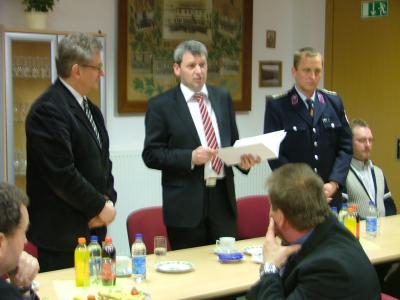 Foto zu Meldung: Innenminister übergibt Fördermittelbescheid