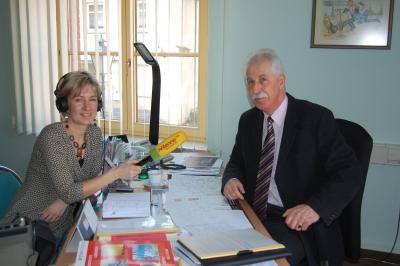 Foto zu Meldung: Calauer Witzerundweg - Interview des Bürgermeisters mit Antenne Brandenburg