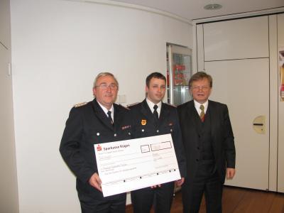 Vorschaubild zur Meldung: Sparkasse Rügen unterstützt Freiwillige Feuerwehr Putbus