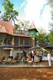 Foto zur Meldung: Ein Kindheitstraum vieler wird wahr - Das Hexenhaus öffnet als 'Edmonds Literatur-Café'seine Türen -