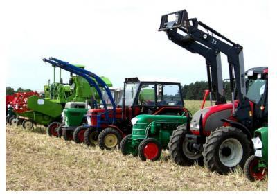 Foto zur Meldung: Von Famulus bis Kirowez - Traktorenklänge im Baruther Urstromtal