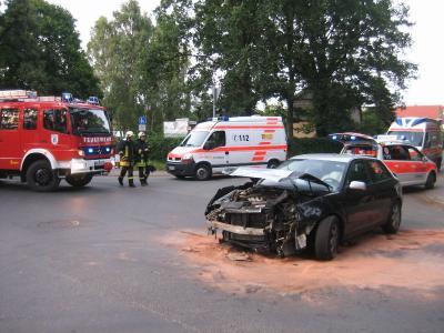 Foto zur Meldung: Feuerwehr half beim Verkehrsunfall