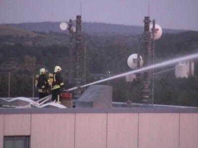Foto zur Meldung: Feuerwehren aus Falkensee, Dallgow-Döberitz und Schönwalde-Glien im Einsatz - Brand im Hochregallager im Falkenseer Herlitz-Firmengebäude