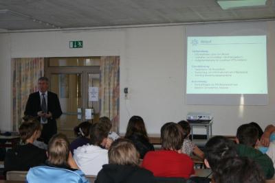 Foto zur Meldung: Bewerbungstraining in der Jahrgangsstufe 9 mit Bürgermeister Heiko Müller -  Praktikums- und Ausbildungsmesse am 8. Oktober ab 10 Uhr