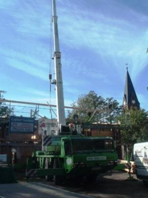 Foto zur Meldung: Dachstuhl wird gerichtet