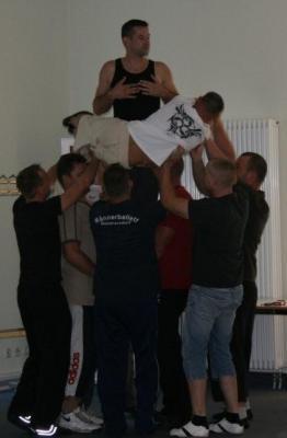 Foto zur Meldung: Männerballett - Neuer Tanz!