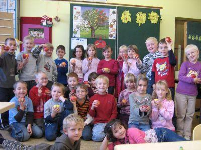 Foto zur Meldung: Apfelprojekt in Klasse 1