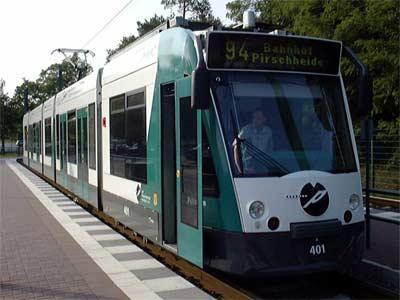 Foto zur Meldung: Rohrbruch in der Berliner Straße - Tramverkehr unterbrochen