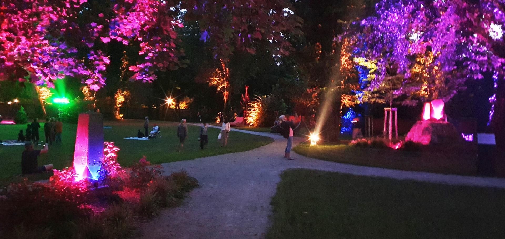 Licht und Musik im Park