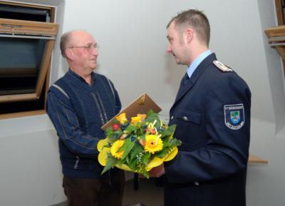 Foto zur Meldung: Helmut Schliebe hält seit 60 Jahre der Feuerwehr die Treue