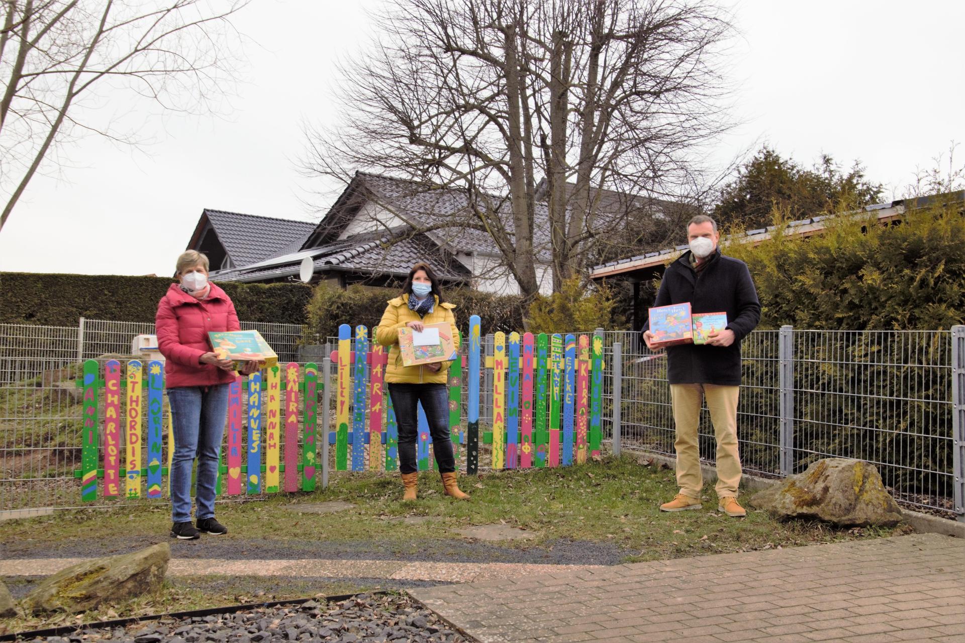 Spendenübergabe im Kindergarten Regenbogenland