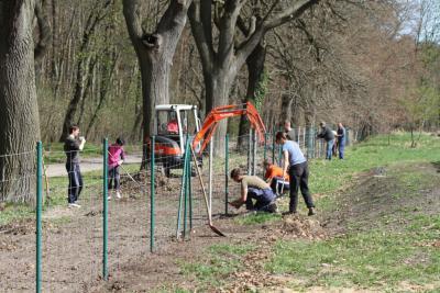 Foto zur Meldung: Erfolgreicher Frühjahrsputz auf dem Edgar-Schäfer-Sportplatz in Heinersdorf