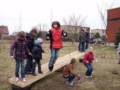 Foto zur Meldung: Unser Spielplatz  -  ein Platz, wo sich auch Erwachsene austoben können