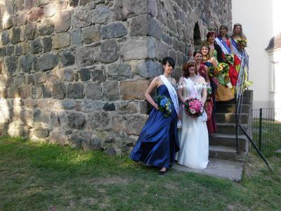Blütenkönigin und Justitia legen nach