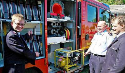 Dübrichen feiert neues Feuerwehrauto mit anderen Wehren