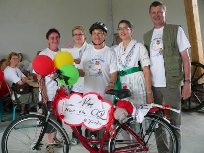 160 Radler bei 14. Tour de OSL durch den Spreewald/ Lübbenauerin gewinnt Fahrrad