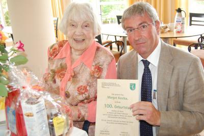 Foto zur Meldung: Zum 100. Geburtstag die besten Wünsche für Margot Kostka