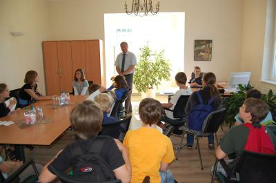 Foto zur Meldung: Sechstklässler der Lessing-Grundschule zu Besuch im Rathaus